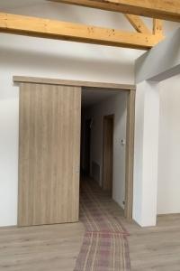 Posuvné dvere na stenu